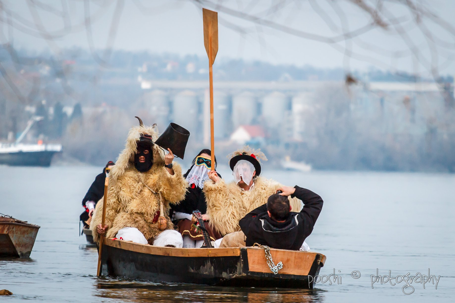 Busójárás - Dunai átkelés