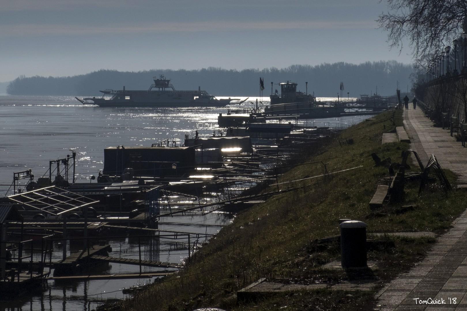 Duna - kishajó kikötő